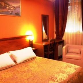 ホステル - Hotel Nobel Tirana