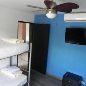ホステル - Tamarindo Inn
