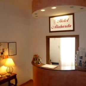 ホステル - Hotel Alabarda
